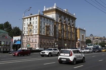 США сократят штат своего посольства и консульств в России