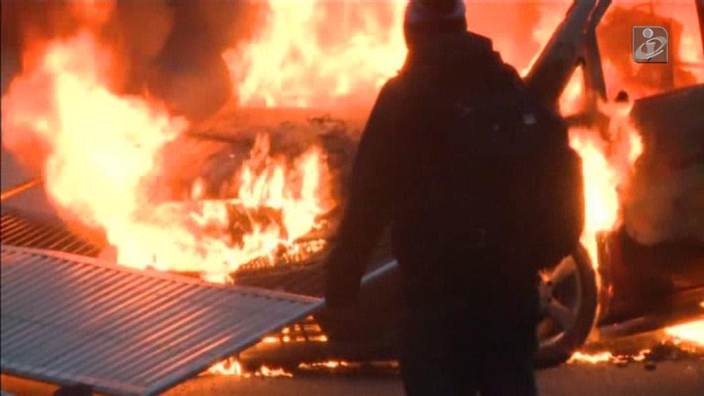 Manifestação por jovem agredido pela polícia em França acaba em violência