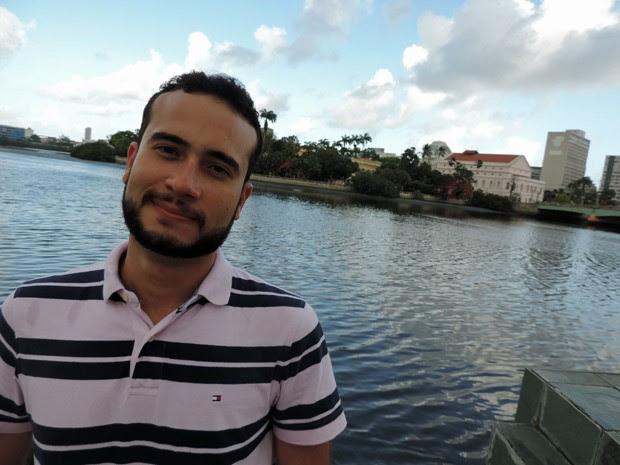 Professor pernambucano Bruno Véras participa da atualização e tradução da obra sobre Baquaqua (Foto: Katherine Coutinho / G1)