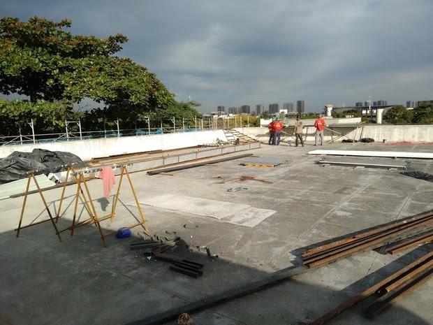 Telhado do centro de treinamento de Jacarepaguá passou por reforma para conter infiltrações provocadas pela chuva antes de receber auditoria internacional (Foto: Arquivo pessoal/G1)