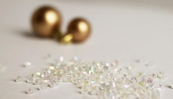 Bolas de Navidad preciosos y abeto de perlas y perlas (2) (571x329, 63Kb)