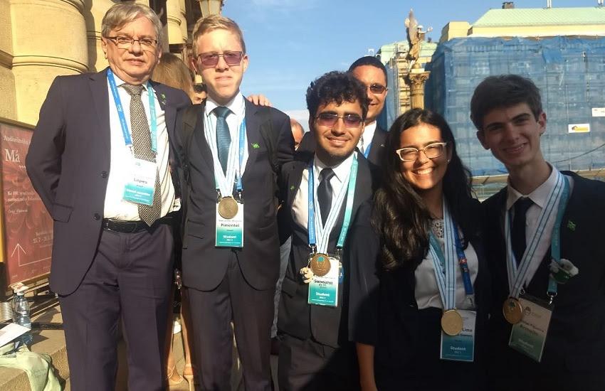 Estudantes em referência a Cearense é primeira brasileira na história a ganhar olimpíada internacional de Química