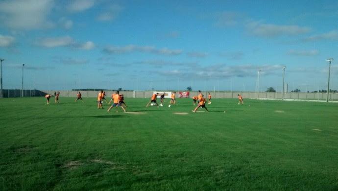 Primeiro treino do CRB no CT Ninho do Galo (Foto: Denison Roma/GloboEsporte.com)