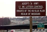 Il cartello che ringrazia il Ku Klux Klan nel Missouri