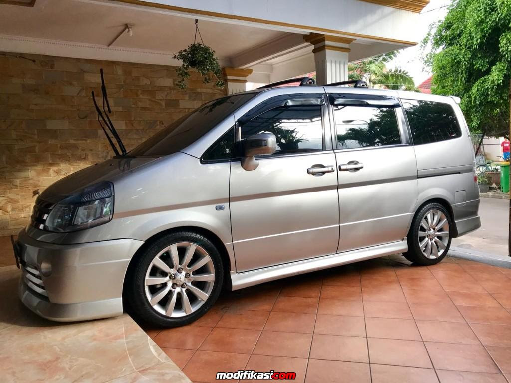 Daily Use Nissan Serena HWS Autech 2011