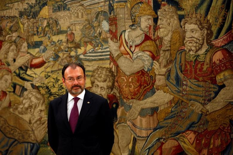 Mexican Foreign Minister Luis Videgaray waits to meet Spain's King Felipe at Zarzuela Palace in Madrid, Spain, April 20, 2017. REUTERS/Susana Vera