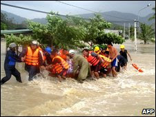 Rescue work in Binh Dinh on 3 November 2009