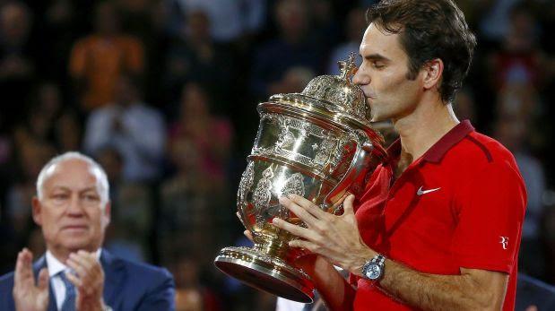Federer gana en casa