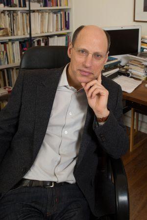 El escritor y psicoanalista Darian Leader, en su casa de Londres.