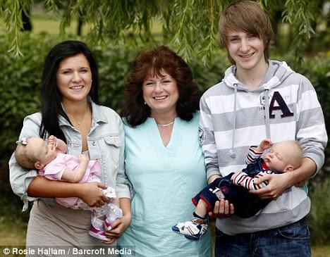 Perierga.gr - Αντικατέστησε τα παιδιά της με κούκλες!