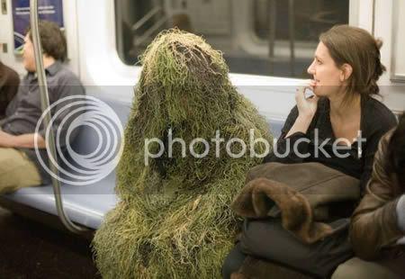 strangepeopleintrain1 [Gambar Pelik] Orang Pelik Dalam Kereta Api
