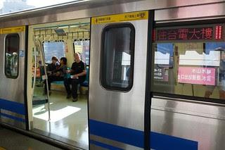 台北捷運381型電聯車:車門與終點顯示器
