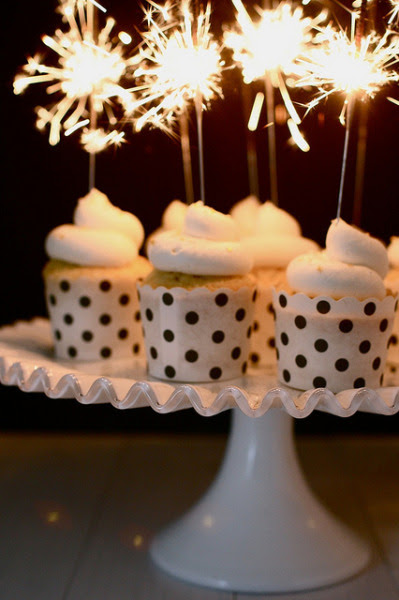 Party ideas! Sparkling New Year's Eve Cupcakes via gastrogirl
