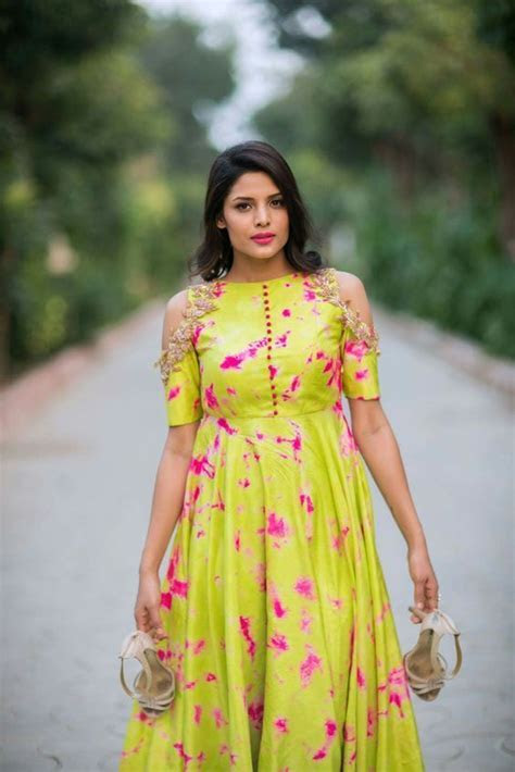 17 Exquisite Outfits That You Can Try This Wedding Season