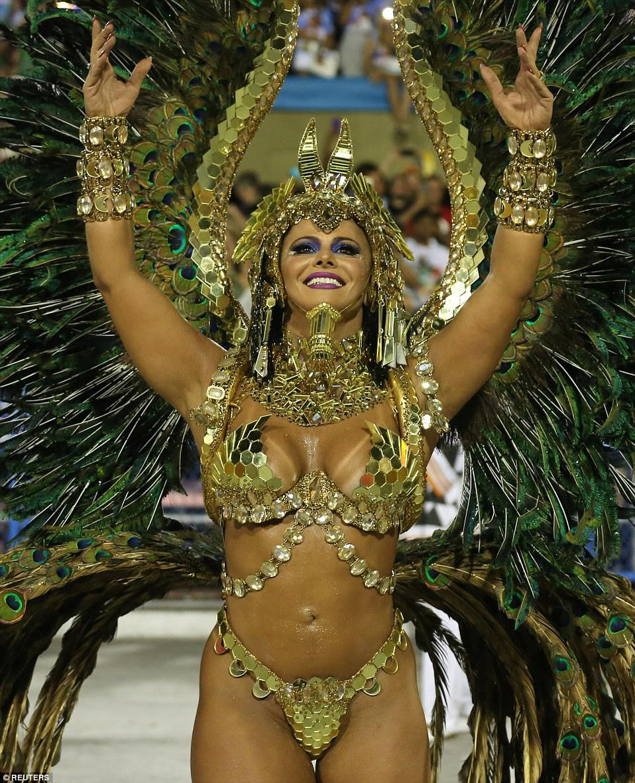 Embora os temas políticos tenham chegado à vanguarda deste ano, as tropas da Samba mantiveram sua reputação de roupas fracas,