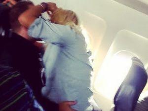 Bercumbu & Aneka Tingkah Seronok Penumpang di Pesawat