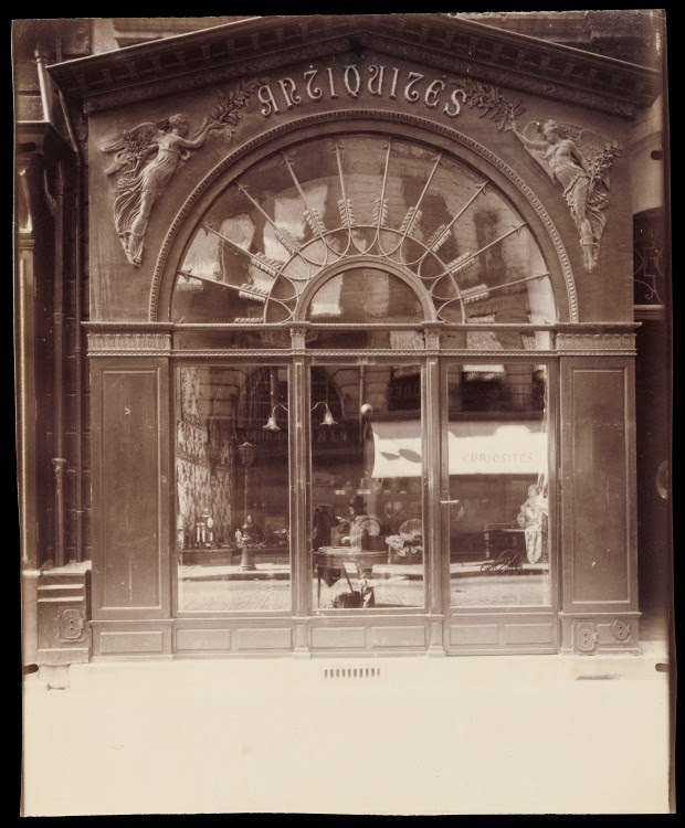 Atget Paris Antique Store Rue du Faubourg Saint Honor 620x750 Le Paris de 1900 par Atget  photographie histoire art