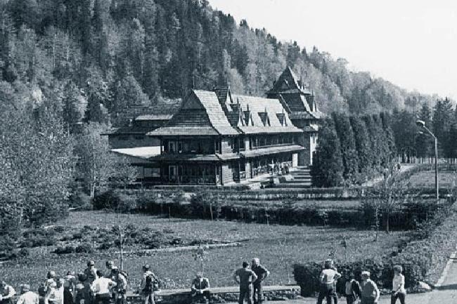 Τα εργατικά σωματεία εξασφάλιζαν τις καλύτερες τουριστικές περιοχές για τους εργαζόμενους και κατασκεύαζαν τουριστικές υποδομές που για την συντριπτική πλειοψηφία των συναδέλφων τους στη Δύση αποτελούσαν άπιαστο όνειρο