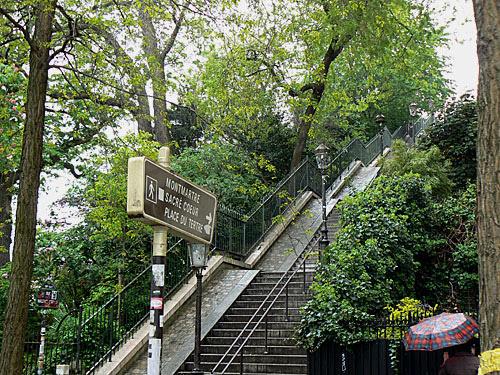 escalier place du tertre.jpg