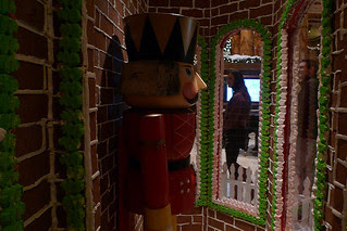 Christmas in the City - Gingerbread House soldier