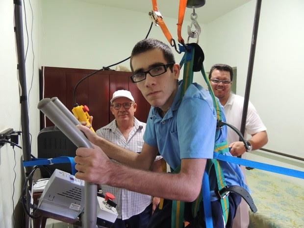 Hugo usa a máquina pela quarta vez (Foto: Carolina Paes/ G1)