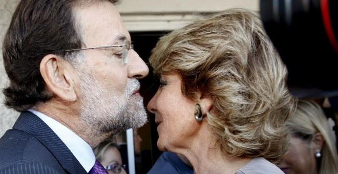 El líder del PP, Mariano Rajoy, y la concejala del Ayuntamiento de Madrid, Esperanza Aguirre, en una foto de archivo. / EFE