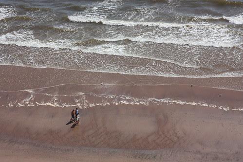 walking by the sea by cigo2009