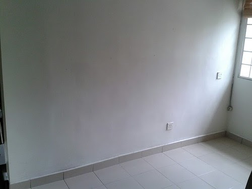 empty room corner