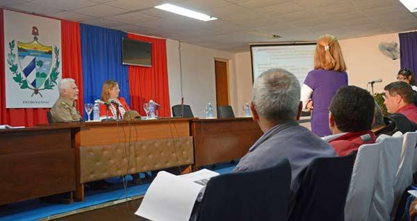 El Comandante de la Revolución Ramiro Valdés, miembro del Buró Político del Partido Comunista de Cuba y Vicepresidente de los Consejos de Estado y de Ministros, examinó hoy en Isla de la Juventud el estado de las inversiones del Programa de Desarrollo Integral. Foto: Ana Esther Zulueta