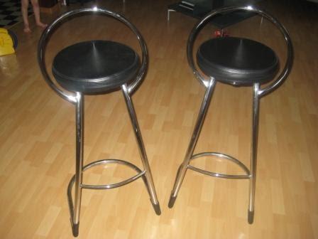 ventes aux ench res en suisse chaise de bar en cuir vendre. Black Bedroom Furniture Sets. Home Design Ideas