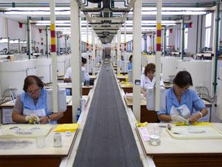 Ver vídeo  'Los sindicatos critican la supresión del límite para encadenar contratos temporales'