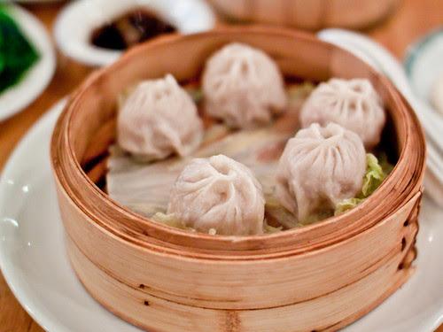 Soup dumplings (小籠包)