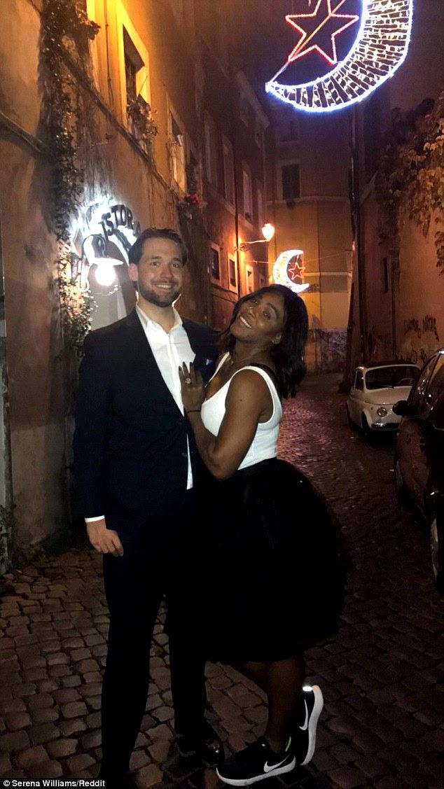 Sobre a Lua!  No mês passado, ela anunciou seu noivado com o co-fundador da Reddit, Alexis Ohanian