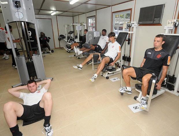 Jogadores Flamengo academia (Foto: Alexandre Vidal / Fla imagem)