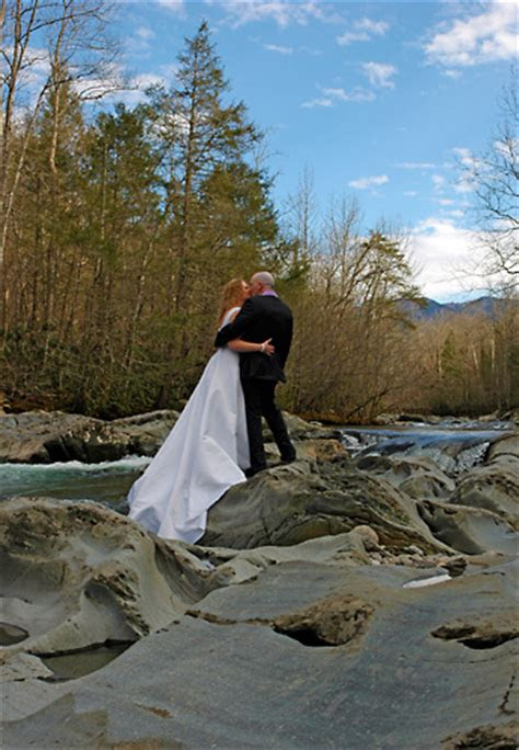 weddings vow renewals pigeon forge tn smoky