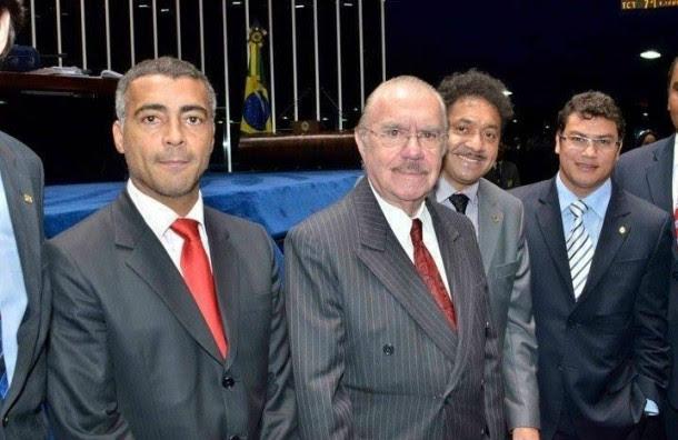 O goleador de urnas, Romário, acompanhado do ainda senador José Sarney e o espocador de urnas, Tiririca, e o nocauteado Popó. Foto: Agência Câmara