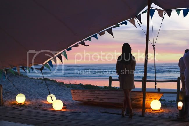 http://i892.photobucket.com/albums/ac125/lovemademedoit/welovepictures/StrandKombuis_Wedding_104.jpg?t=1324655169