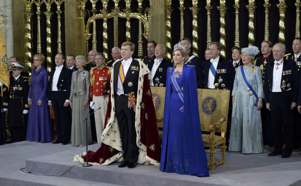 vFocus: The new King and Queen took center stage in front of 2,000 visitors at the official investiture ceremony in the 600-year-old building