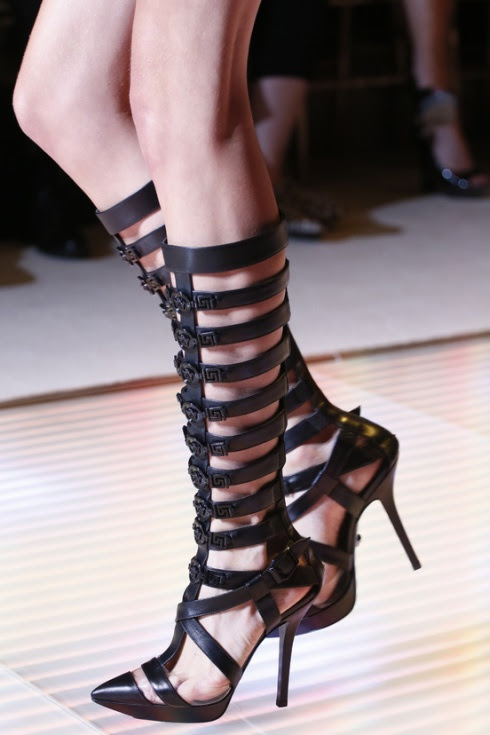 calzado-shoes-footwear-zapatos-primavera-verano-2013-spring-summer-2013-modaddiction-pasarela-fashion-week-runway-moda-fashion-tendencias-trends-esclavas-versace