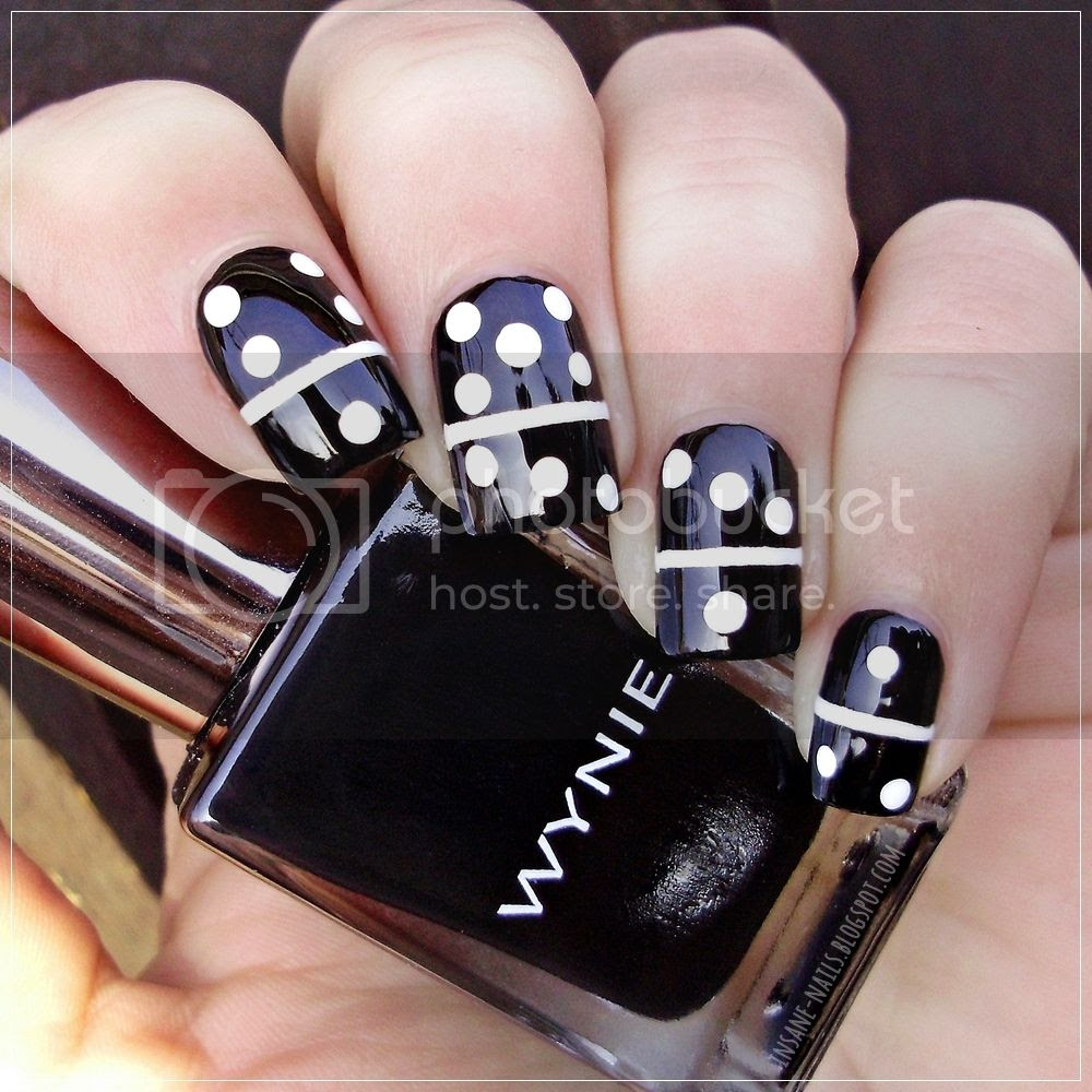 photo matching-manicures-black-and-white-2_zpsx76zxnfi.jpg