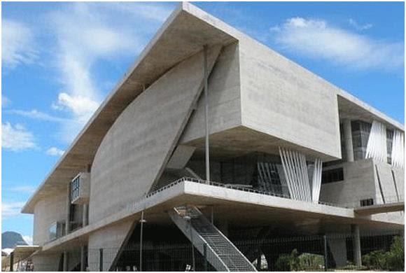 """تقع مدينة الفنون """"The Cidade das Artes"""" في"""" بارا دا تيجوكا"""" في المنطقة الجنوبية الغربية من العصامة البرازيلية - ريو دي جانيرو،"""