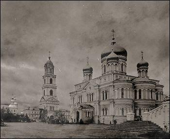 Загрузить увеличенное изображение. 850 x 699 px. Размер файла 257321 b.  Diveyevo Monastery, before the revolution.
