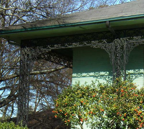 P1201731-Green-Tomlinson-Gardens-Apts-Brookhaven-IronDetail-Shadows