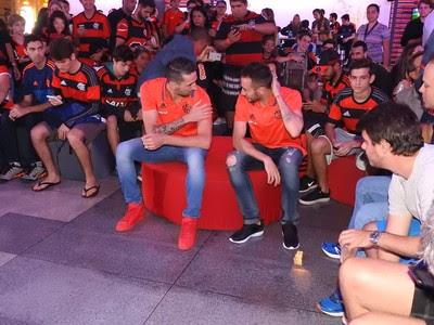Mancuello Donatti Casa Flamengo (Foto: Fred Gomes / GloboEsporte.com)