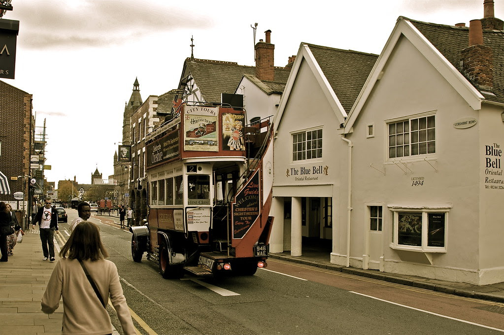YO OLDE VINTAGE BUS ... CHESTER