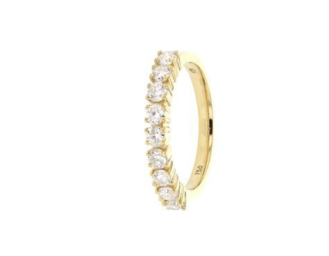 wedding ring Claw set diamond wedding ring in 18 K gold