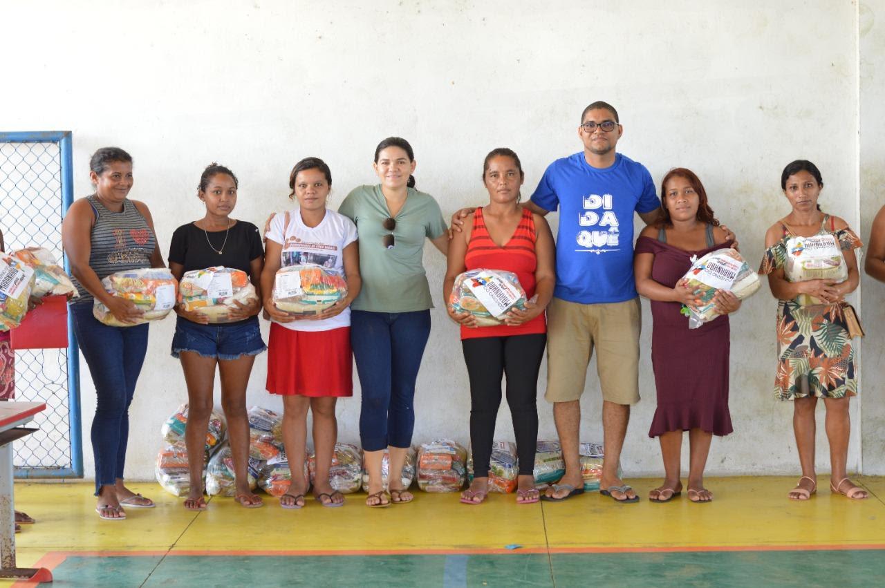 Prefeitura de Presidente Médici distribui cestas básicas e amplia diálogo com às quebradeiras de coco