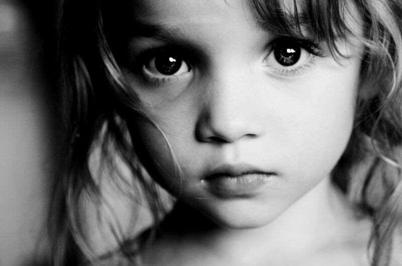 Если часто болеет ребёнок, лечить надо папу и маму