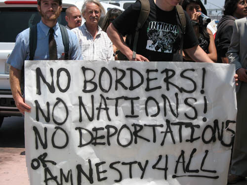 http://www.dcclothesline.com/wp-content/uploads/2014/05/immigration-no-borders.jpg