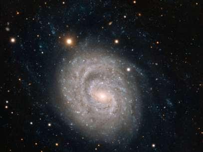 Supernova na galáxia espiral NGC 1637 tem seu lento declínio acompanhado desde 1999 Foto: ESO / Divulgação